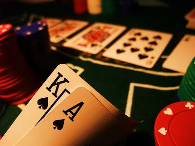 Hướng dẫn chi tiết luật chơi chơi game đánh bài Phỏm