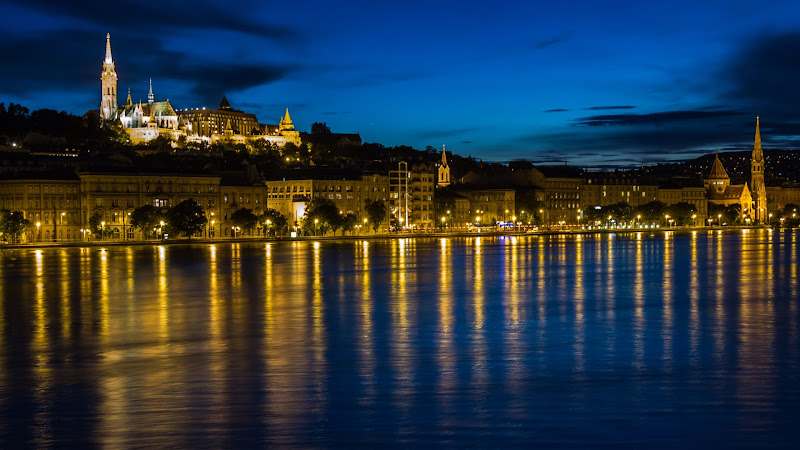 Danube through Budapest at Night HD