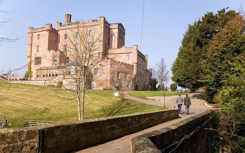 Kastil Dalhausie di Skotlandia