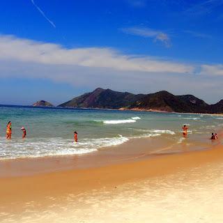 A Tranquila Praia de Grumari, Rio de Janeiro