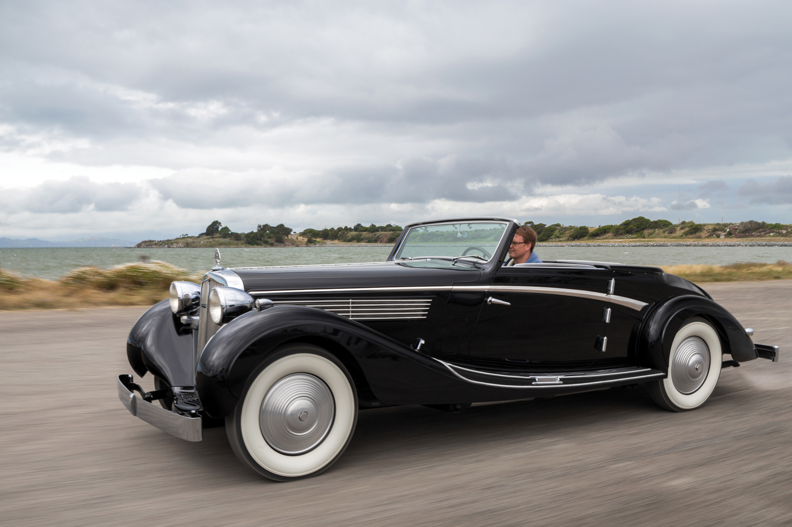 this pre war roadster makes us wish maybach would make. Black Bedroom Furniture Sets. Home Design Ideas
