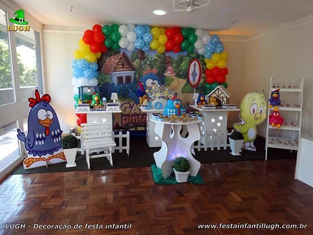 Mesa decorada provençal tema infantil Galinha Pintadinha