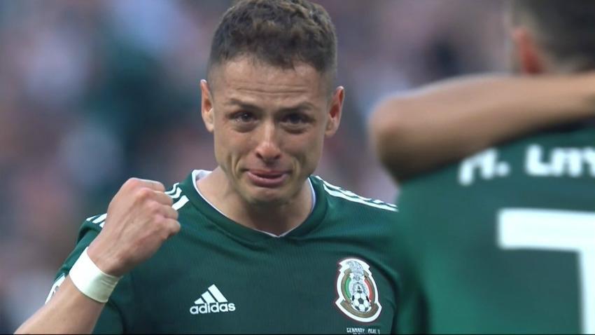 Vì sao Chicharito khóc khi đội nhà giành chiến thắng?