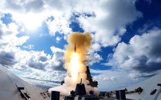 AL Australia (RAN) Uji Coba Tembakkan Rudal SM-2 Standard Missile