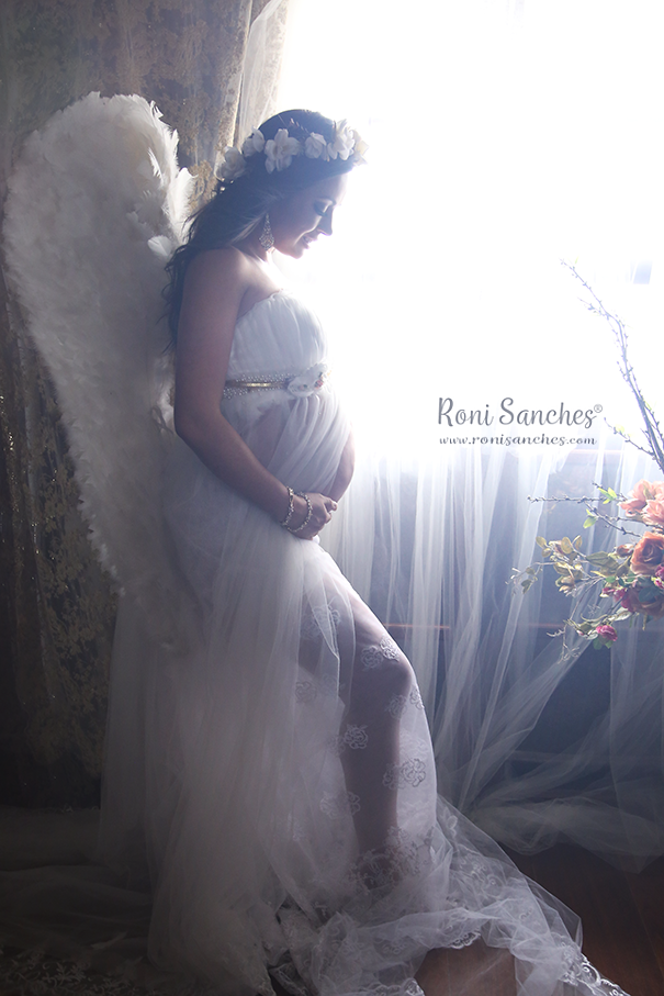 Foto de gestante em ensaio fotografico, gravida vestida de anjo, mãe anjo, gestante anjo, book gestante, foto de gestante, foto de gravida