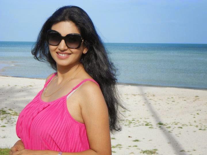 hot pics of bollywood actress in bikini