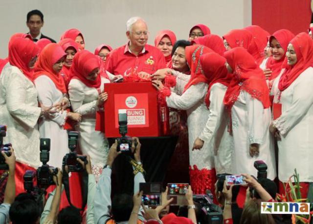 Taat Setia Dan Kerja Keras Wanita UMNO Tetap Jitu