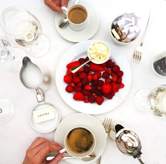 Lunch Hotel Costes - coffee and fresh berries.