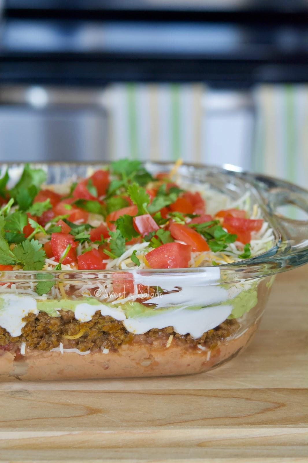 Sweet y salado taco dip de siete capas y encima de eso lo pueden servir con sus nachos o totopos favoritos y la cerveza o bebidas que ms les guste qu puede ser mejor que eso forumfinder Choice Image