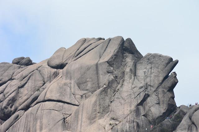 Le rocher de la tortue aux montagnes jaunes