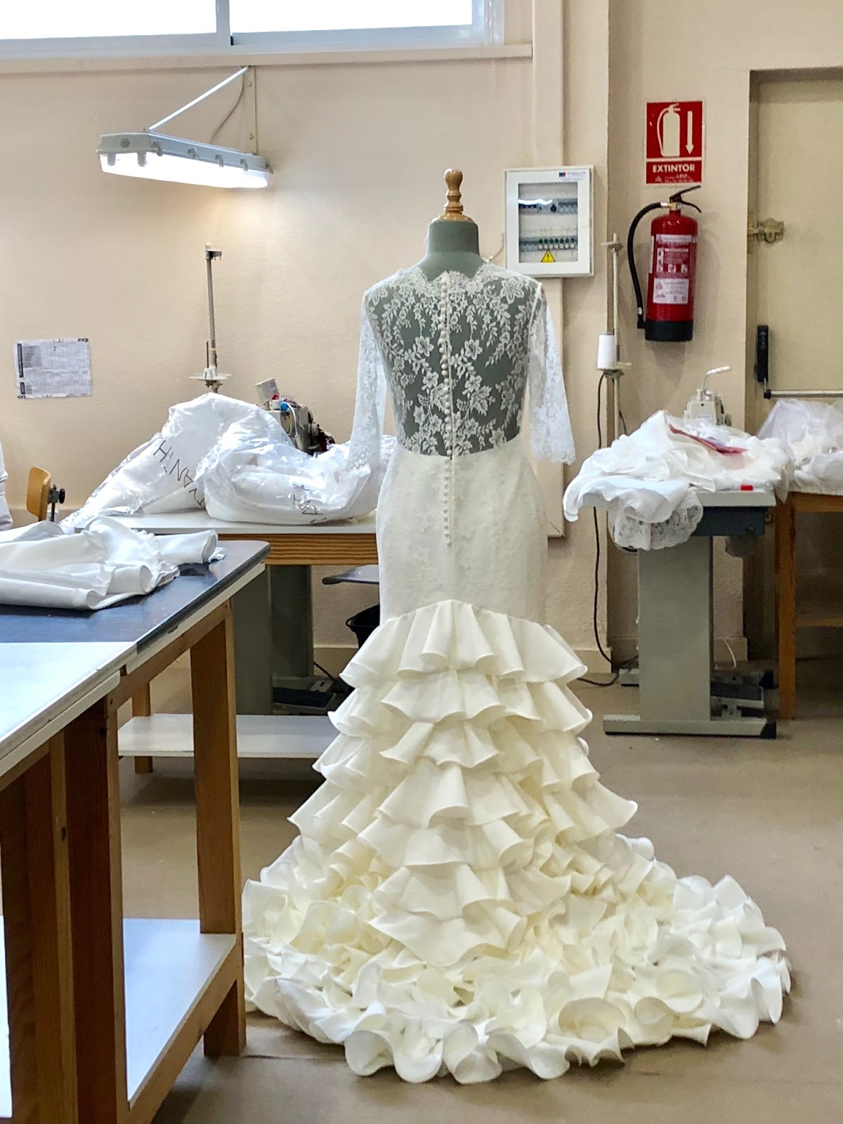 Confeccion de un vestido de novia
