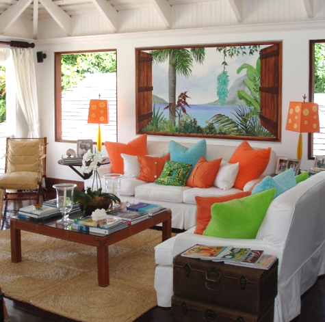 Lush Living with Tropical Living Room Decor - Completely ...