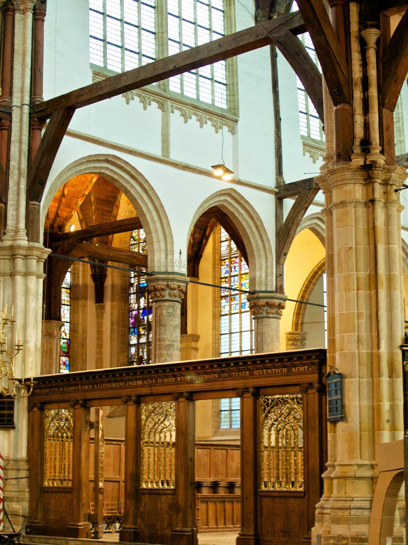 Nave y Coro de la Ouede Kerk en Amsterdam