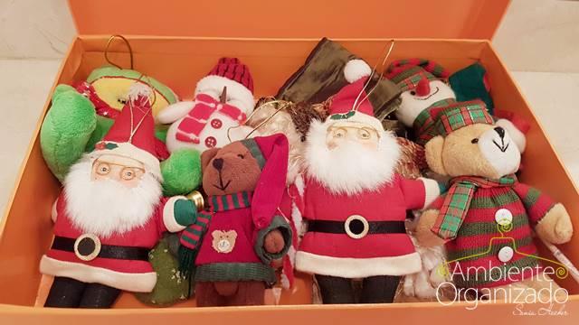 Caixa rígida com enfeites de Natal