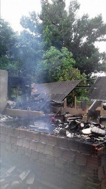 Casa de cajobiense pega fogo; Família pede ajuda