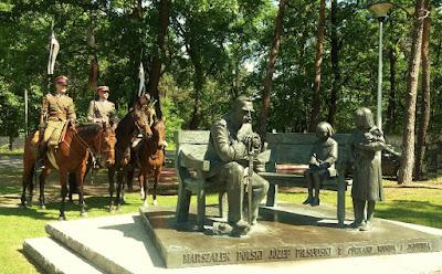Pomnik Józefa Piłsudskiego Sulejówek 2017