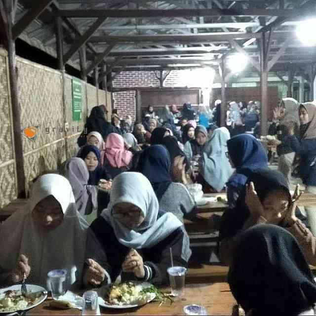 makan malam di acara gathering di fasilitas gazibu gravity adventure