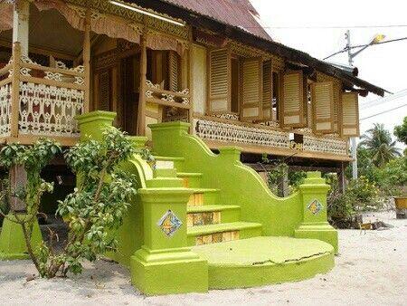 rumah panggung tradisional di pedesaan