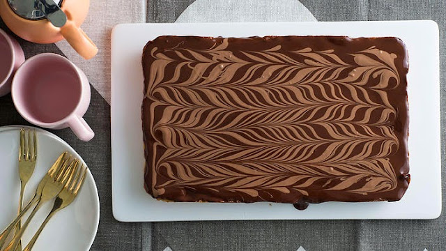 gooey caramel centre and chocolate topping is a combination made in heaven Chocolate caramel slice recipe