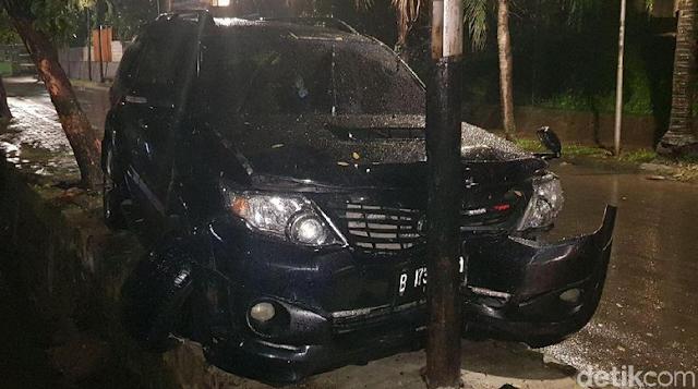 Kondisi Mobil Yang Ditumpangi Setya Novanto Usai Kecelakaan