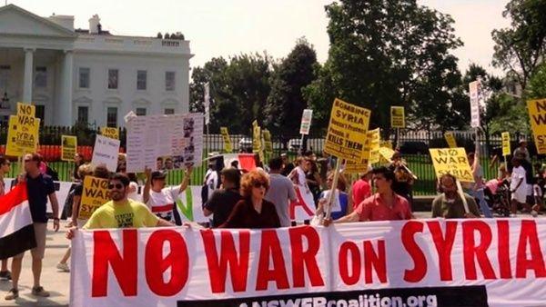Protestan en Estados Unidos contra ataque aéreo en Siria