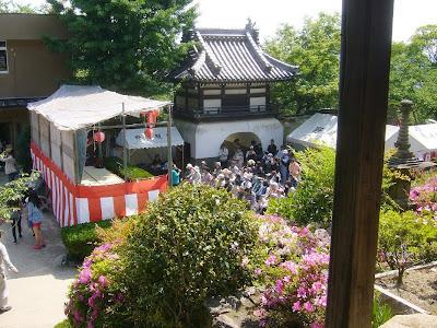 野崎観音 のざきまいり 境内の舞台
