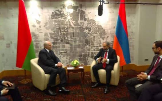 Lukashenko felicitó a Pashinyan por la situación política de Armenia