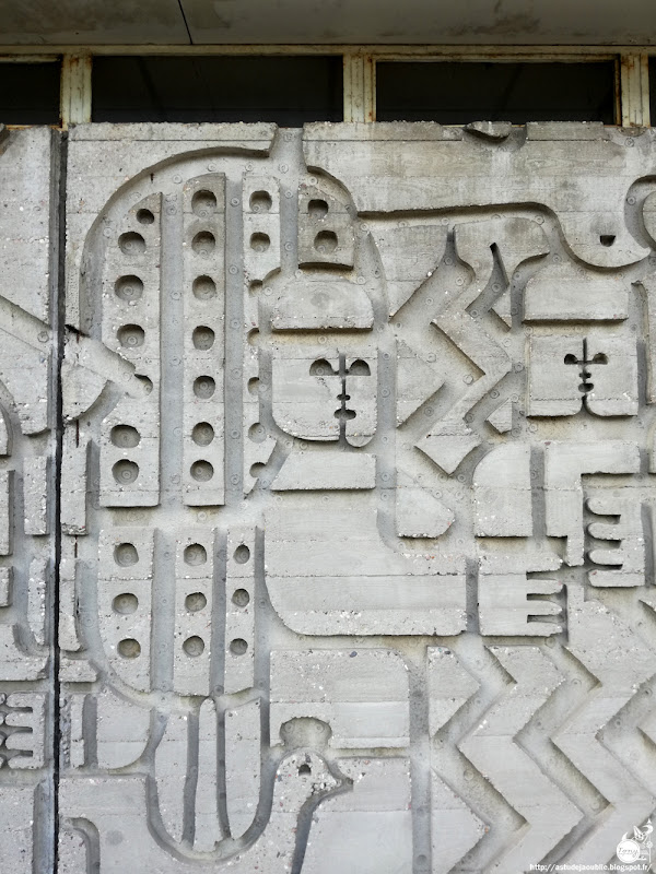 Vandœuvre-lès-Nancy - Église Saint-François-d'Assise, quartier Brichambeau  Architecte: Henri Prouvé  Reliefs en béton: Françoise Malaprade  Vitraux: Jean-Marie Benoît  Construction: 1958 - 1961