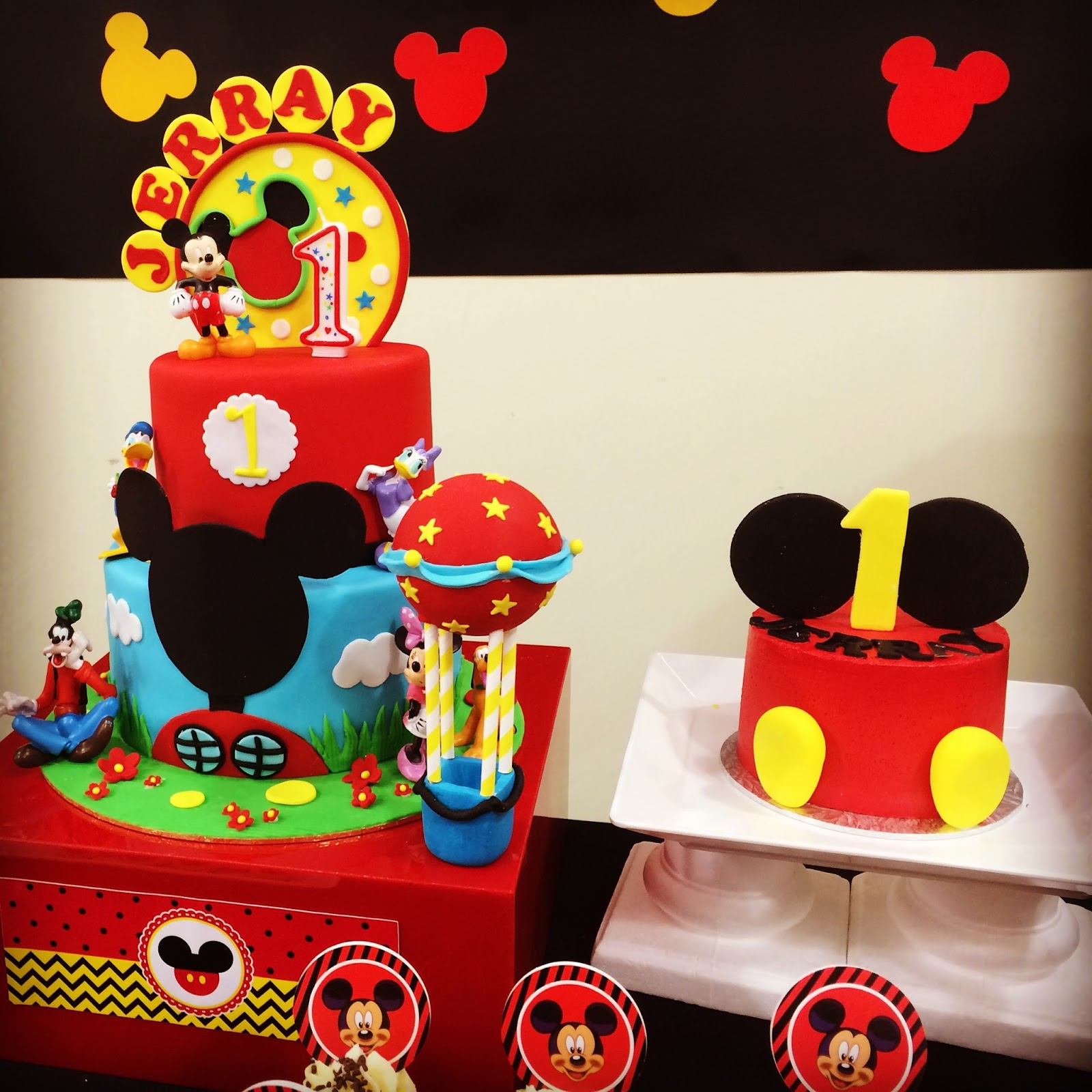 Mickey Mouse Smash Cake: Mickey Mouse Cookies, Cupcakes, Macarons & Cakes