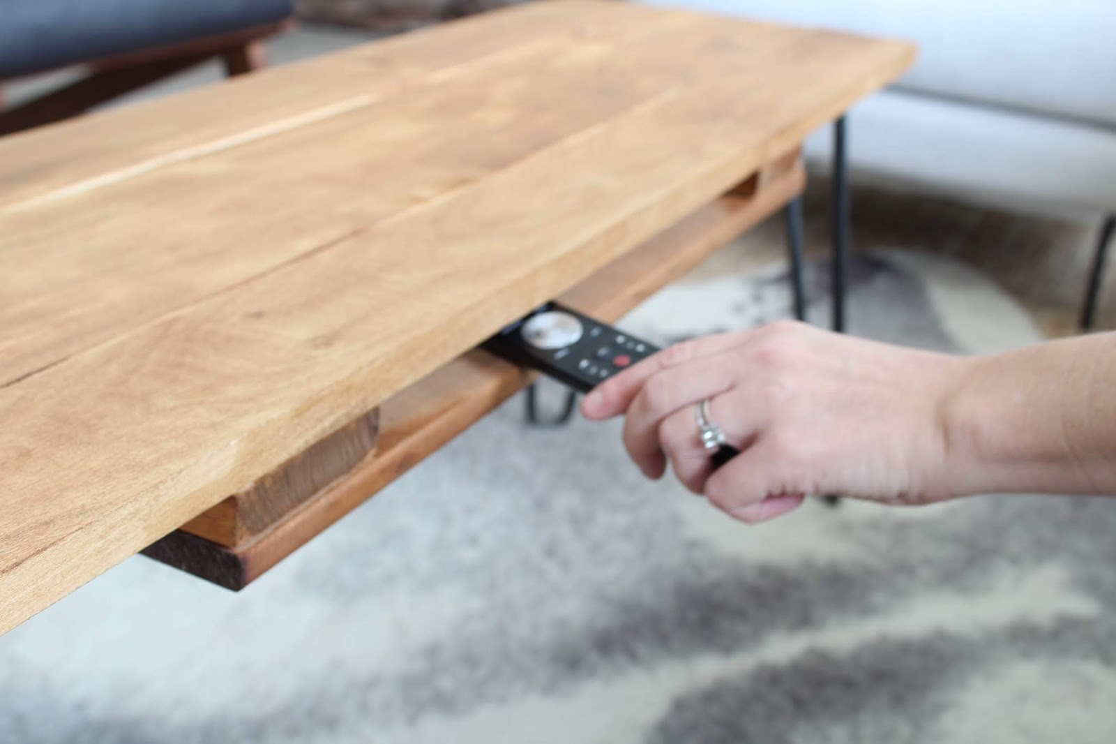 DIY-hairpin-leg-coffee-table-3