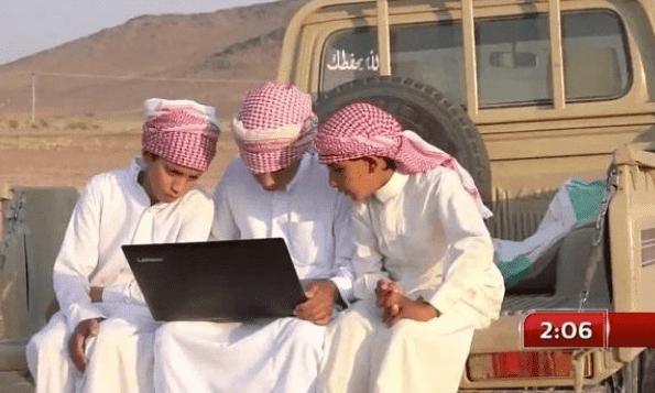 طلاب قرى تبوك على ضعف الإنترنت