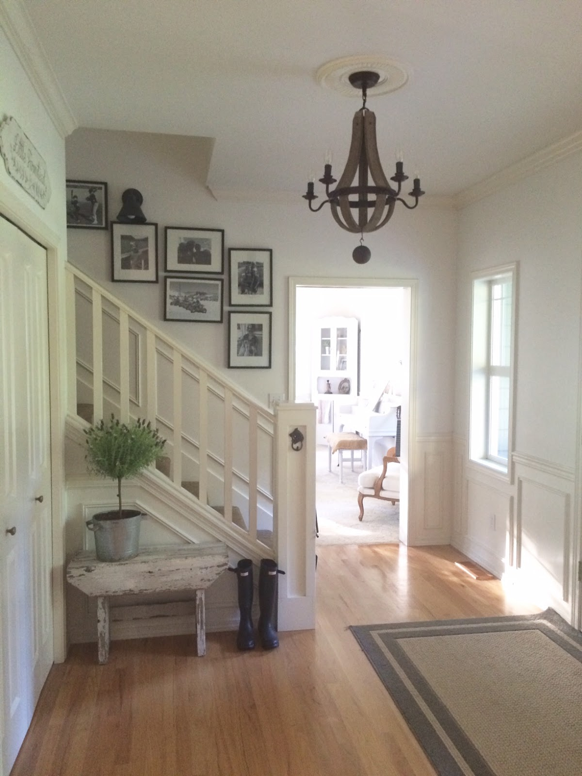 Farmhouse Foyer : Little farmstead a farmhouse entryway chandelier