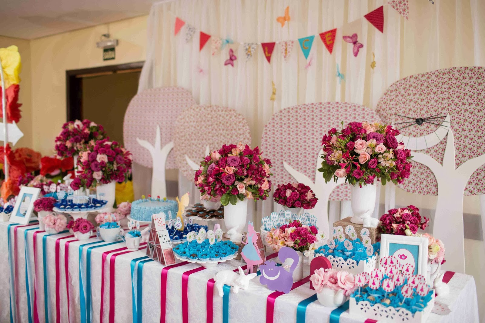 mesa-doces-alice-pais-maravilhas