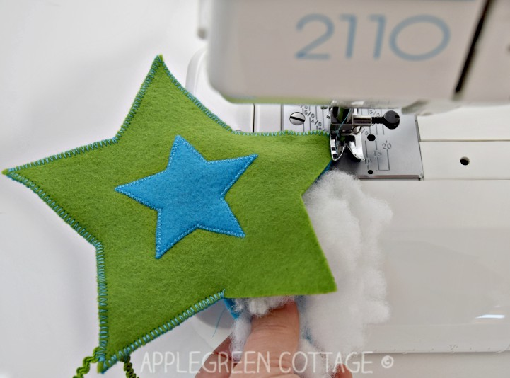 diy christmas decorations felt stars free pattern by applegreen cottage add a cozy look - Christmas Decorations To Make With Sewing Machine