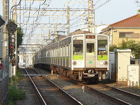 京王電鉄 区間急行 調布行き6 10-000形240F緑プレート