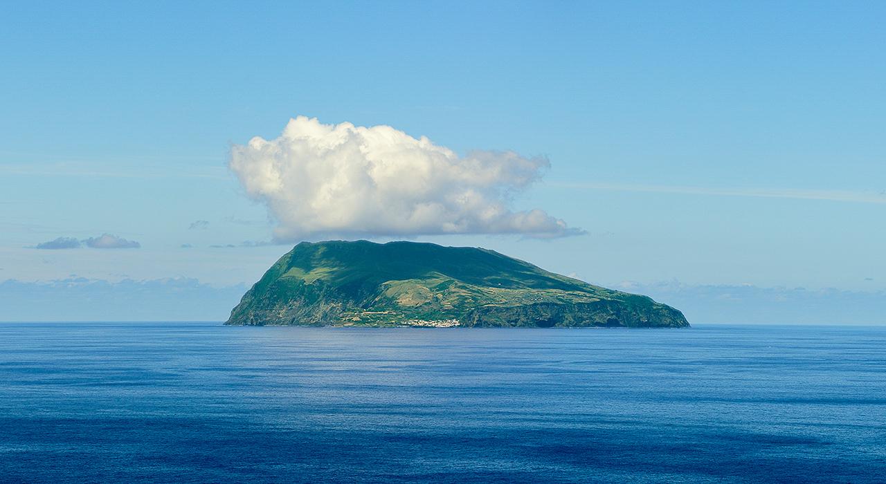 Mala de Viagem: Ilha do Corvo - A ilha vulcão, Açores