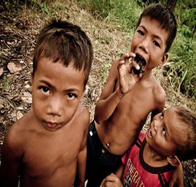 Kisah Seorang Bocah Kamboja Pemakan Hewan Berbahaya