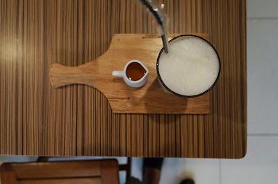Susu dan karamel untuk memberikan ide menulis