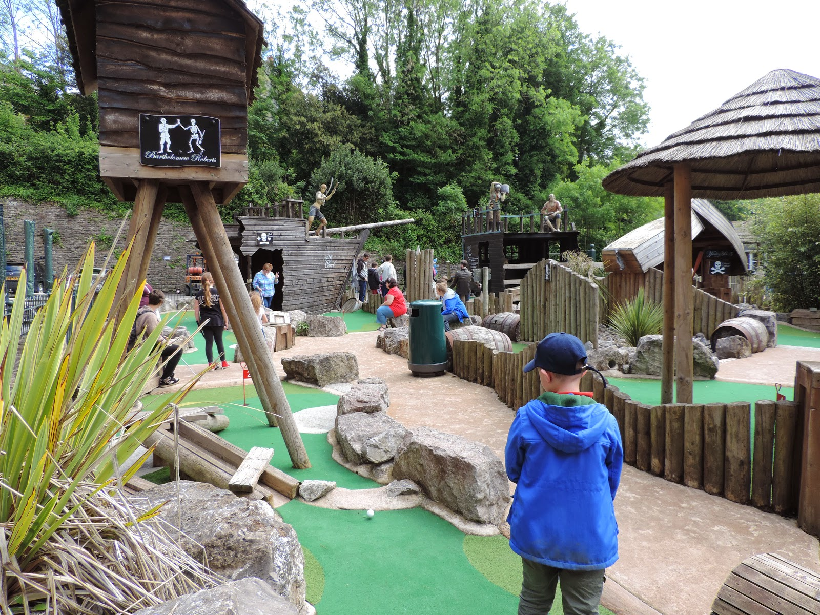 crazy golf putting course and captain jack's restaurant