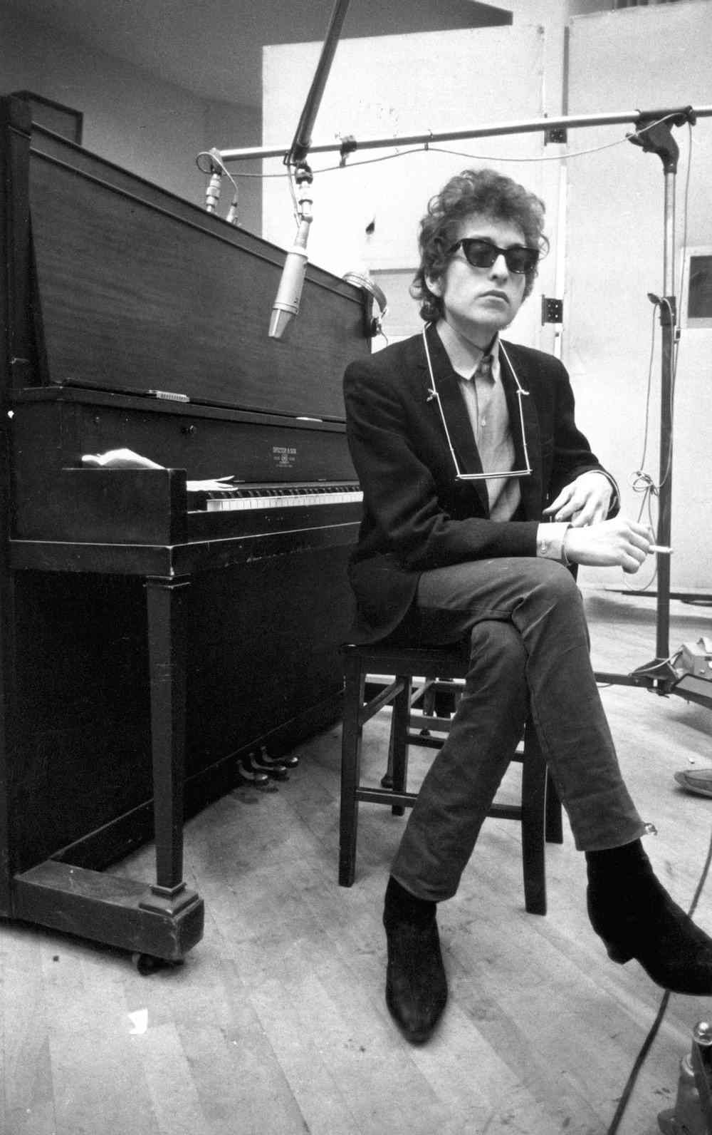 I Left Without My Hat: [Track of The Day] Bob Dylan - Don't Think
