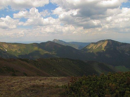 Panorama z Trzydniowiańskiego Wierchu na północny-zachód.