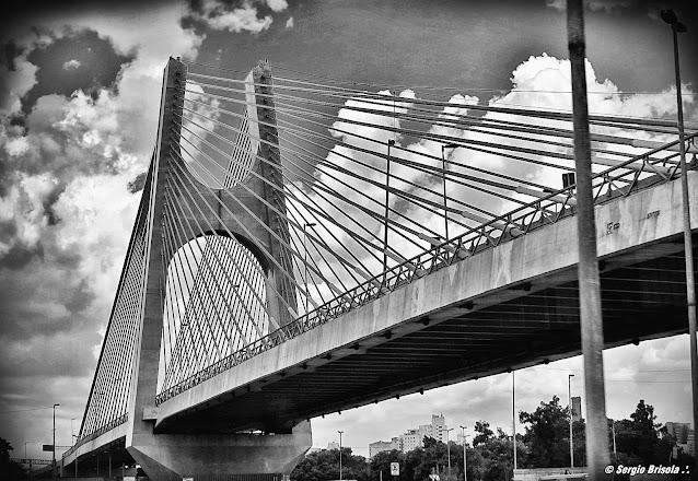 Perspectiva da Ponte Governador Orestes Quércia, a Ponte Estaiadinha - São Paulo