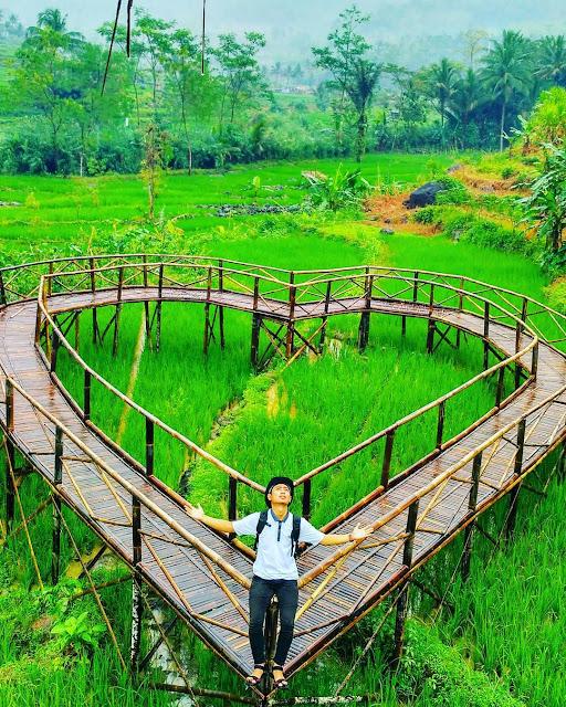 foto jembatan cinta purbalingga
