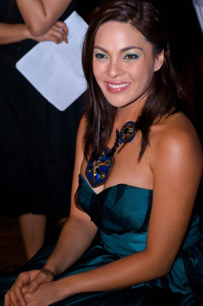 kc concepcion sexy cleavage pics 03
