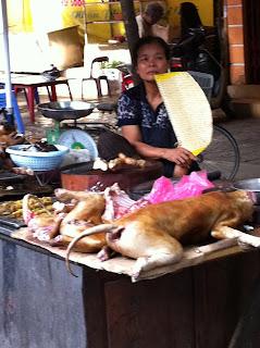 Perro asado en Vietnam