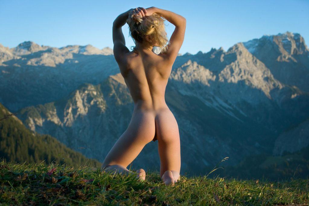 незабываемый секс высоко в горах легла