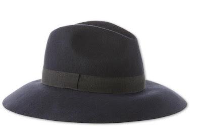 ciemnoniebieski kapelusz