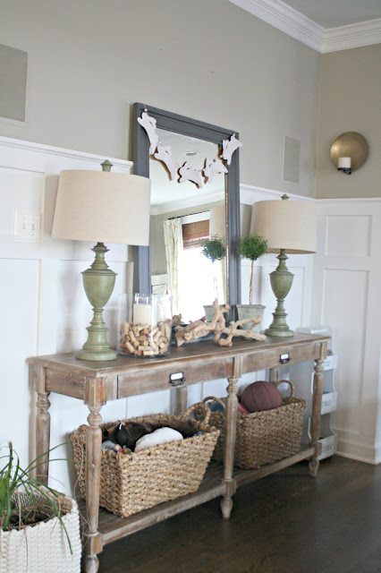 foyer table with mirror and lamps