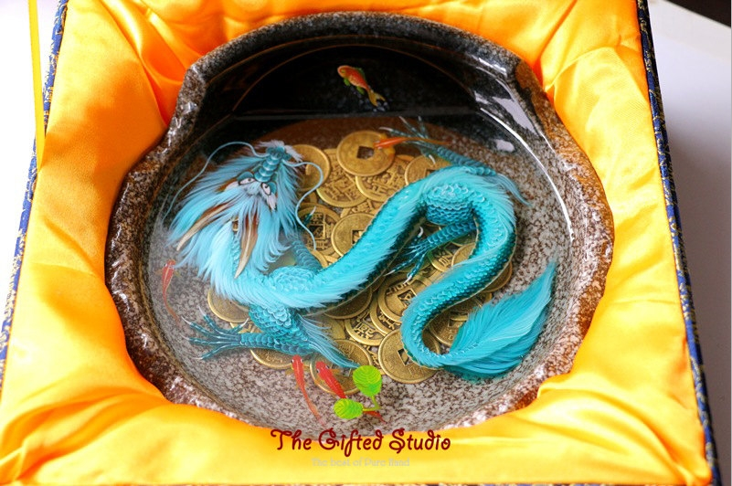 03-6-Koi-fish-in-the-Shell-Lillian-Lee-Resin-and-Acrylic-Paints-to-make-3D-Paintings-www-designstack-co