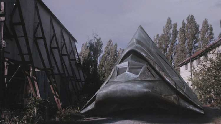 "A Goa'uld cargo ship used by the Lucian Alliance in SGU's ""Subversion"""